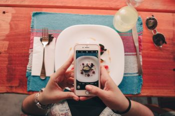 Professional photos of your dishes without a photographer – is it possible?