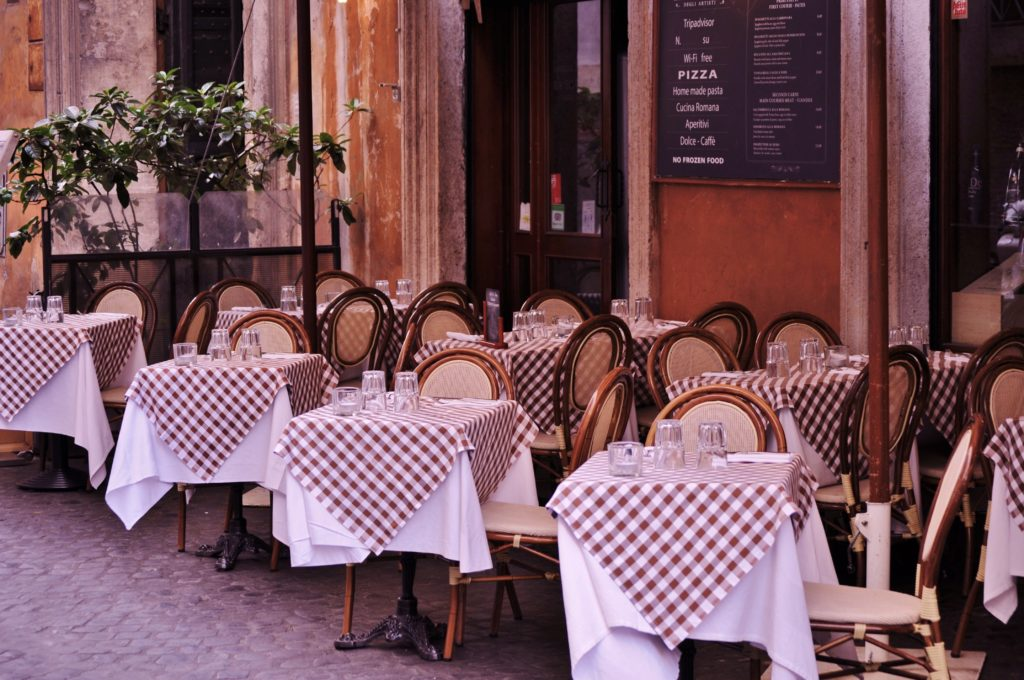 Image of free tables in restaurant - consequence of bad restaurant marketing strategy